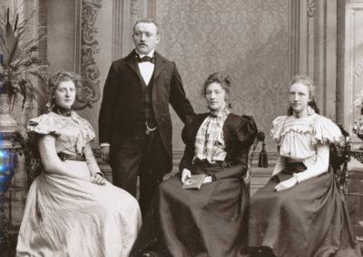 FamilieHendriks_Herlof_Marie_Harmina_Pieterrnella_1895_renamed_31952