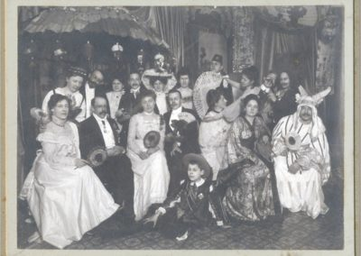 Mien_Hendriks_Theather_1910